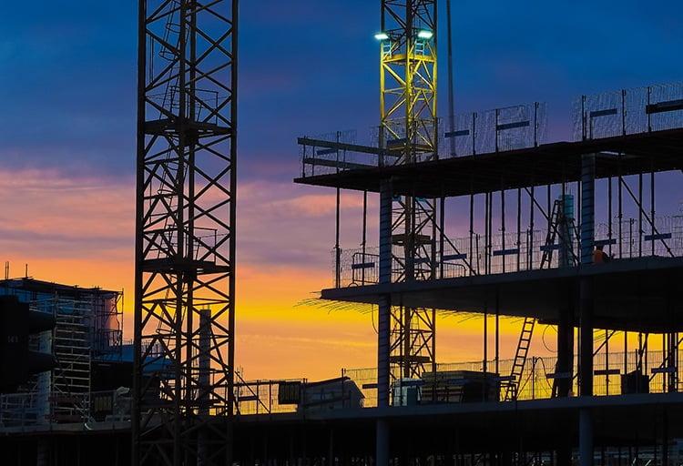 esbaltic pastoliai fasadų šiltinimas fasadų montavimas aukštuminiai darbai pastolių nuoma priekabų nuoma bokštelis mobili tvora statybos technika statybos įranga klojiniai statybinis tinklas