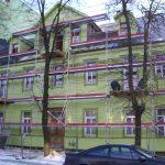 fasado šiltinimas, fasado renovacija, medinis namas, pastolių nuoma